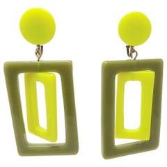 Vintage 1970s Green Plastic Dangle Earrings