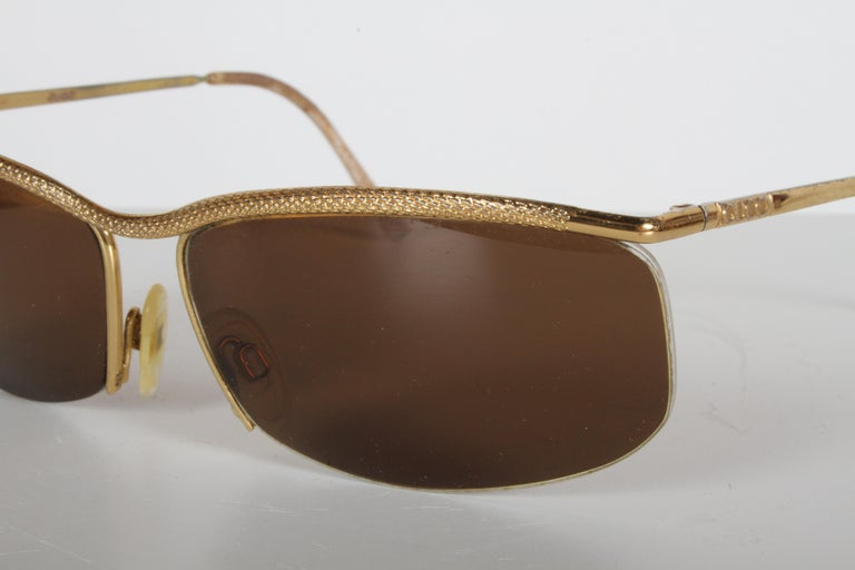 Vintage 1970s Gucci 22-Karat Gold-Plated Wrap Sunglasses with Brown Lenses Italy For Sale 4