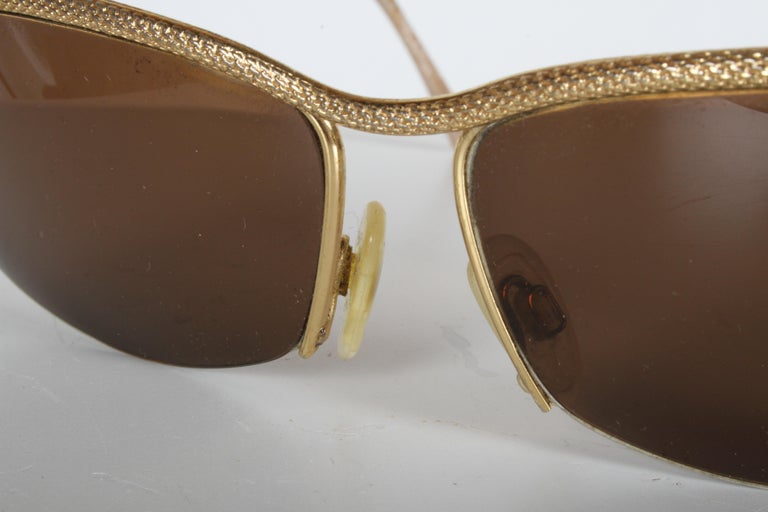 Vintage 1970s Gucci 22-Karat Gold-Plated Wrap Sunglasses with Brown Lenses Italy For Sale 5