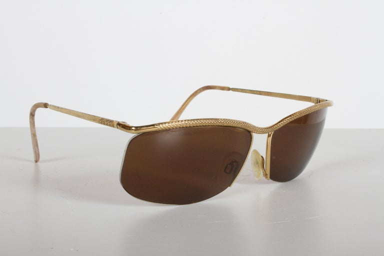 Mid-Century Modern Vintage 1970s Gucci 22-Karat Gold-Plated Wrap Sunglasses with Brown Lenses Italy For Sale
