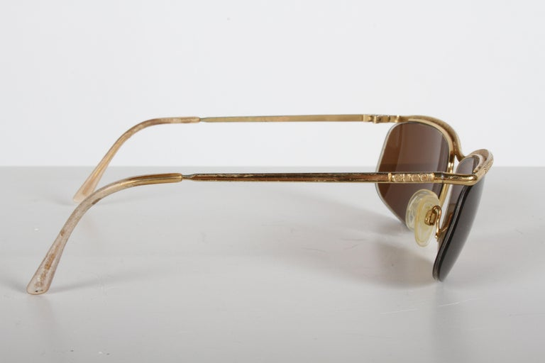 Italian Vintage 1970s Gucci 22-Karat Gold-Plated Wrap Sunglasses with Brown Lenses Italy For Sale