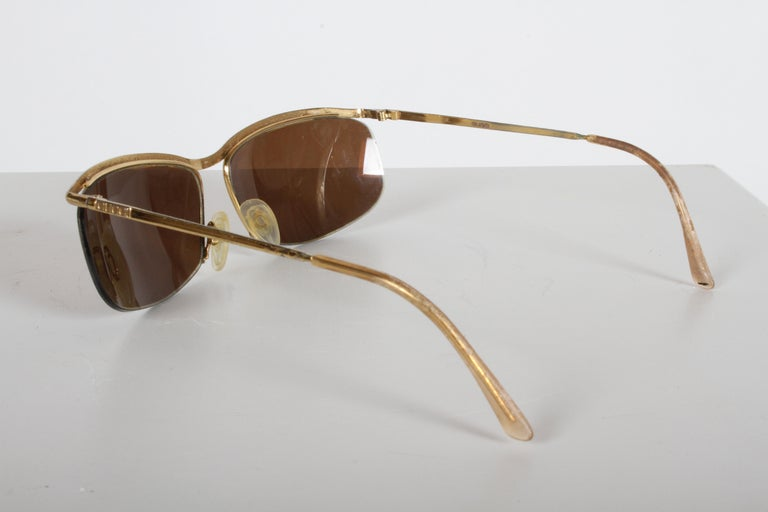 Vintage 1970s Gucci 22-Karat Gold-Plated Wrap Sunglasses with Brown Lenses Italy For Sale 1