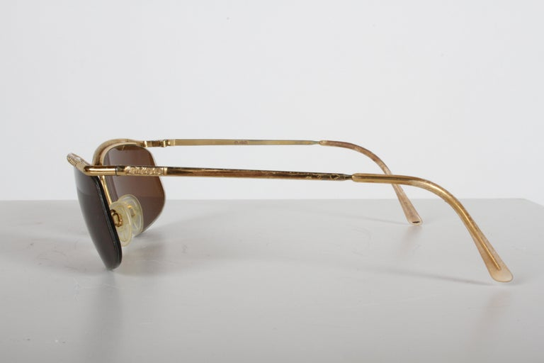 Vintage 1970s Gucci 22-Karat Gold-Plated Wrap Sunglasses with Brown Lenses Italy For Sale 2