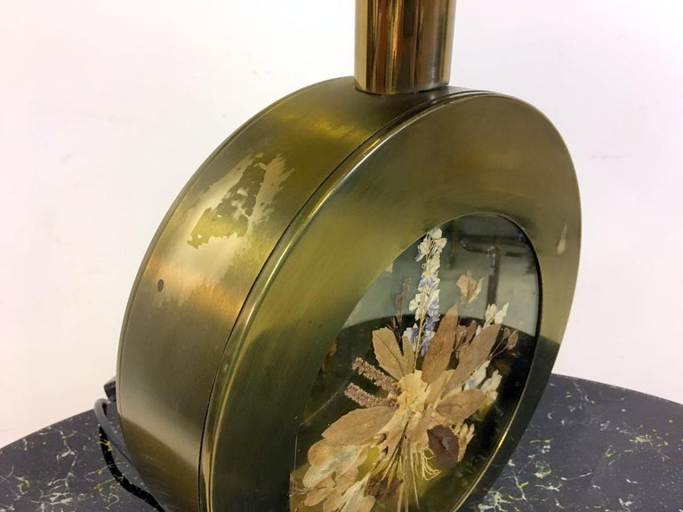 Vintage 1970s Italian Brass Table Lamp with Flowers For Sale 1