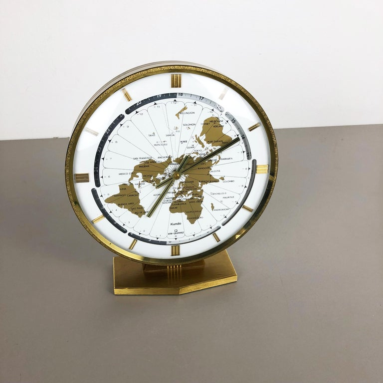 Vintage 1970s Modernist Ele-Quarz Table World Clock Clock by Kundo, Germany In Good Condition For Sale In Kirchlengern, DE