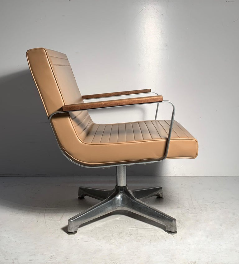 Mid-Century Modern Pair of Vintage 1970s Techfab Chromcraft Latte Lounge Chairs For Sale