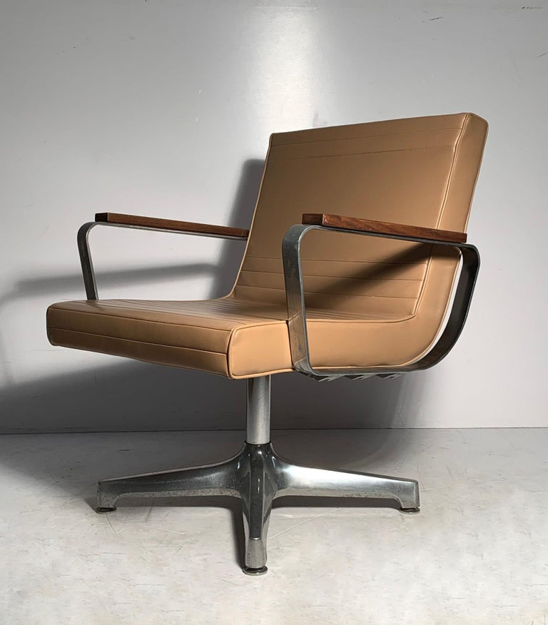 Pair of Vintage 1970s Techfab Chromcraft Latte Lounge Chairs In Good Condition For Sale In Chicago, IL