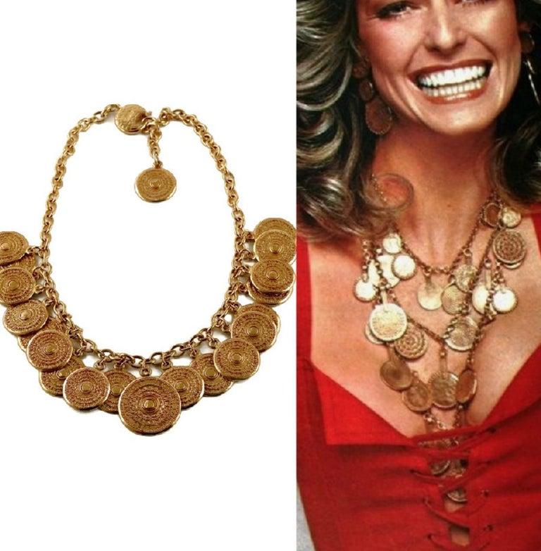 Vintage 1977 YSL Yves Saint Laurent Ethnic Aztec Disc Medallion Charm Necklace In Excellent Condition For Sale In Kingersheim, Alsace