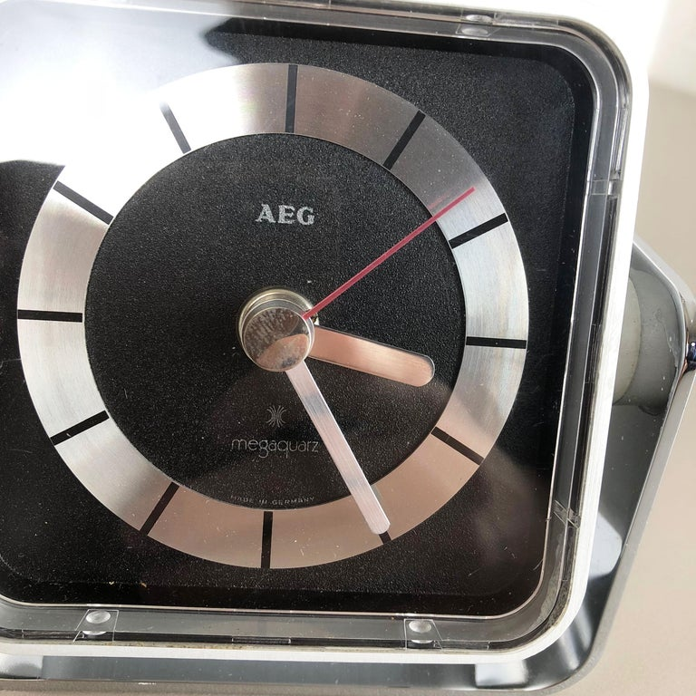 Vintage 1980s Modernist Space Age Megaquarz Metal Table Clock by AEG, Germany For Sale 5