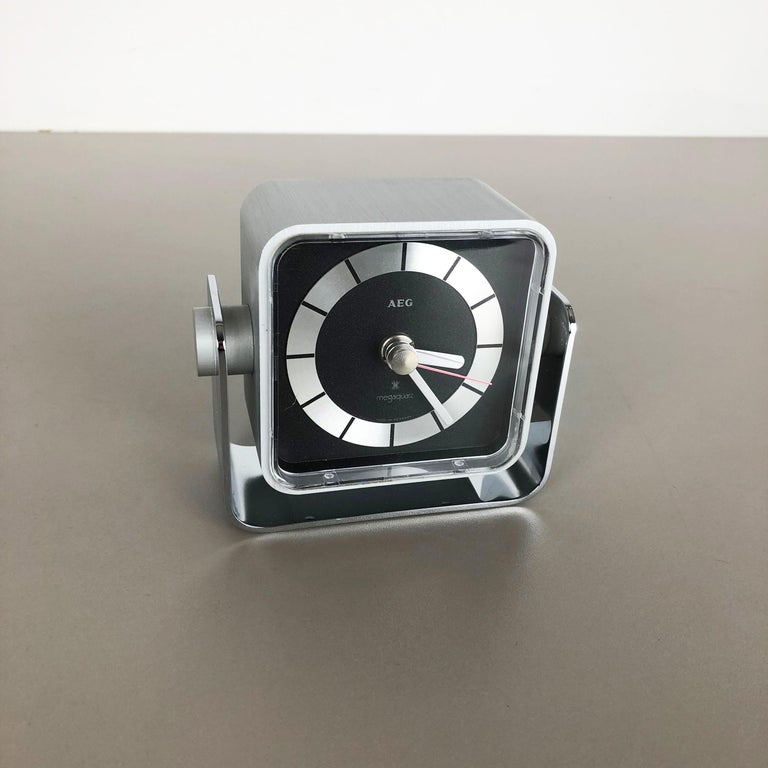 Mid-Century Modern Vintage 1980s Modernist Space Age Megaquarz Metal Table Clock by AEG, Germany For Sale
