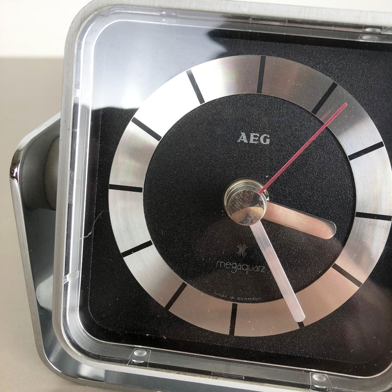 Vintage 1980s Modernist Space Age Megaquarz Metal Table Clock by AEG, Germany For Sale 4