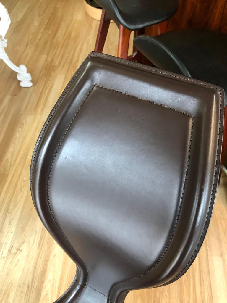 Vintage 1980s Tom Dixon S Chair with Dark Brown Leather and Cast Iron Base In Good Condition For Sale In San Antonio, TX