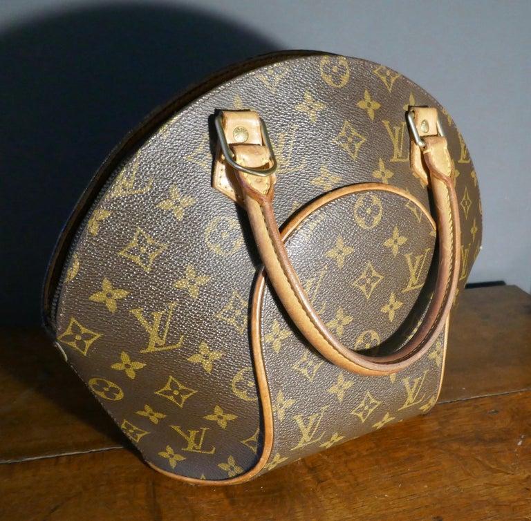 Vintage 1990s Louis Vuitton Ellispe MM Hand Bag For Sale 1