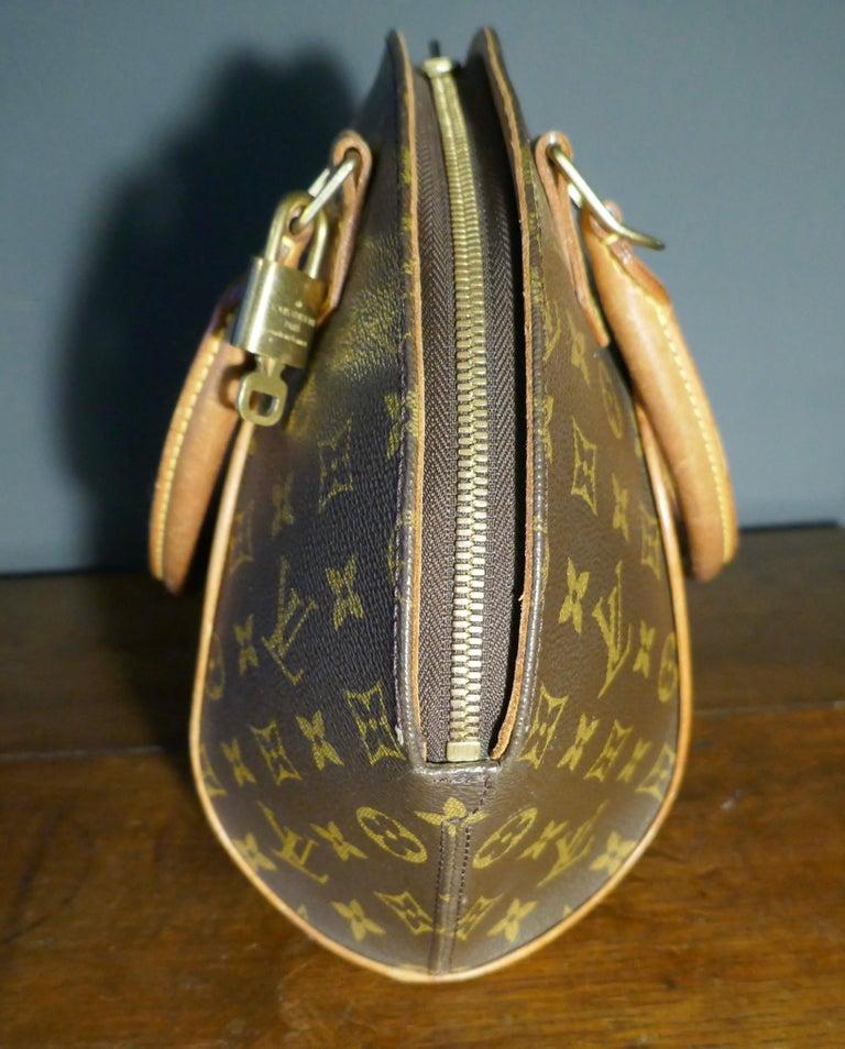 Vintage 1990s Louis Vuitton Ellispe MM Hand Bag For Sale 2