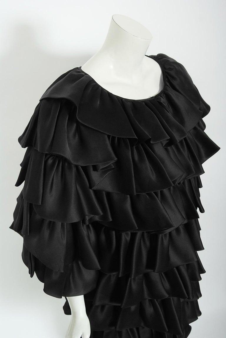 Vintage 1990's Oscar de la Renta Black Silk Tiered-Ruffle Short Sleeve Jacket In Good Condition For Sale In Beverly Hills, CA