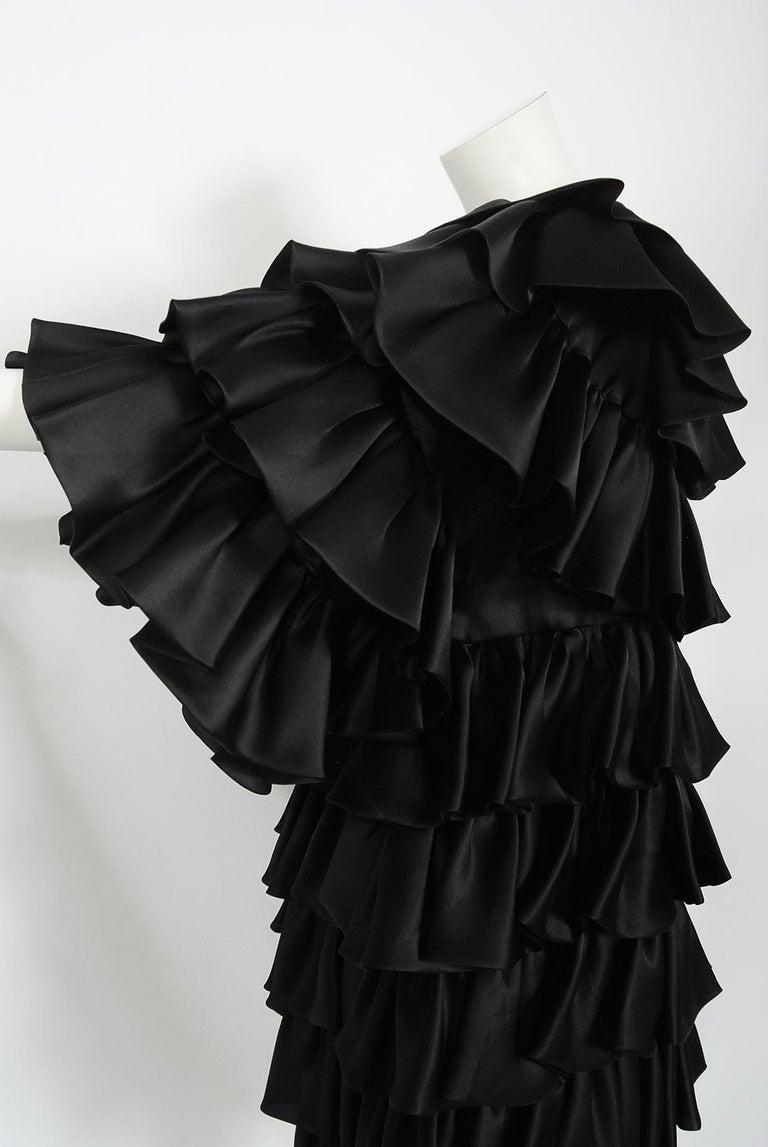 Vintage 1990's Oscar de la Renta Black Silk Tiered-Ruffle Short Sleeve Jacket For Sale 4