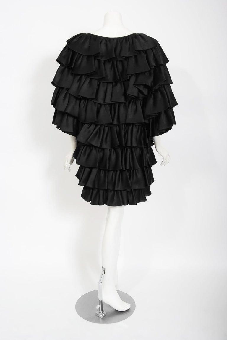 Vintage 1990's Oscar de la Renta Black Silk Tiered-Ruffle Short Sleeve Jacket For Sale 5