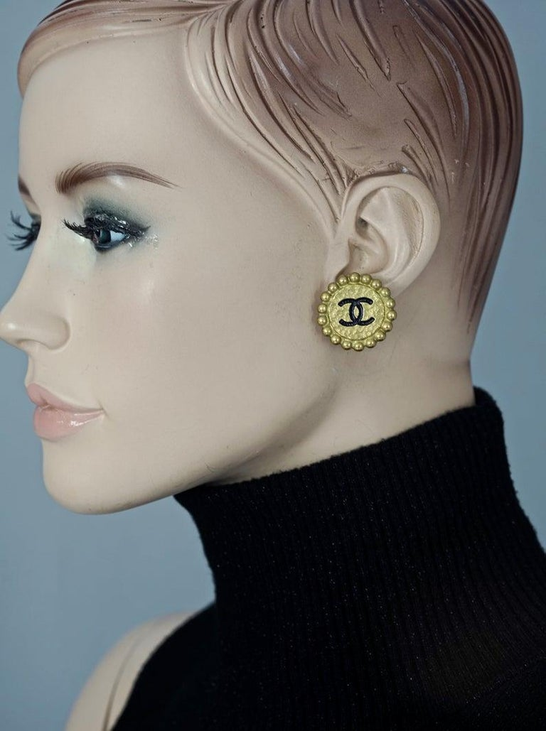 Vintage 1994 CHANEL CC Logo Flower Earrings  Measurements: Height: 1.06 inches (2.7 cm) Width: 1.06 inches (2.7 cm) Weight per Earring: 8 grams  Features: - 100% Authentic CHANEL. - Flower earrings with Chanel CC logo in black enamel. - Patinated
