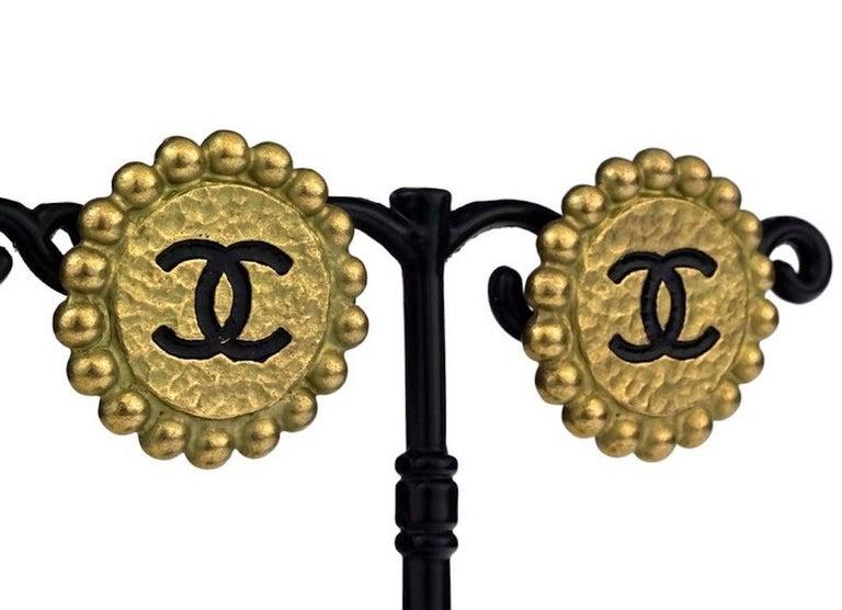 Vintage 1994 CHANEL CC Logo Flower Earrings For Sale 2