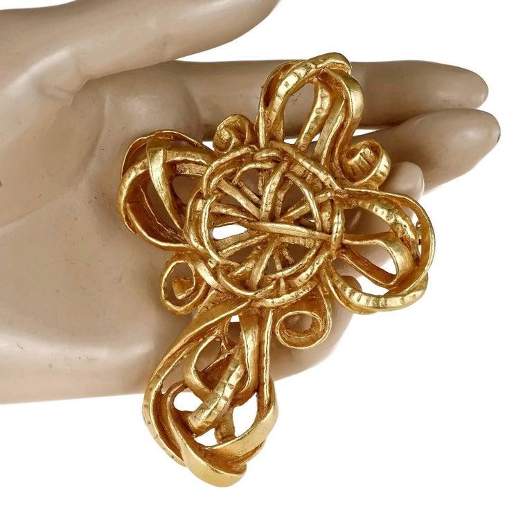 Vintage 1994 CHRISTIAN LACROIX Torsade Cross Brooch Pendant Necklace For Sale 4