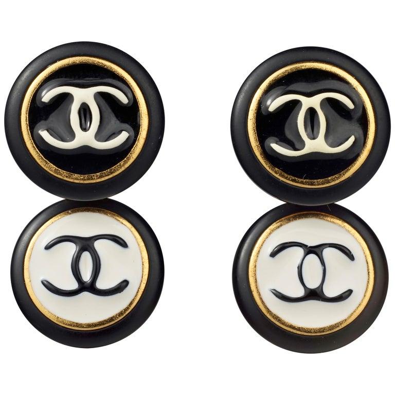 Vintage 1995 CHANEL Logo Double Disc Black and White Enamel Earrings For Sale