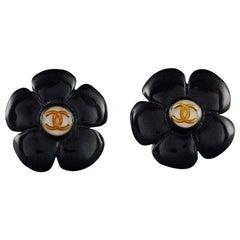 Vintage 1996 CHANEL Logo Black Flower Resin Pop Earrings