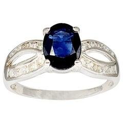 Vintage 2 Carat Blue Sapphire and Diamonds Engagement Ring 14 Karat White Gold