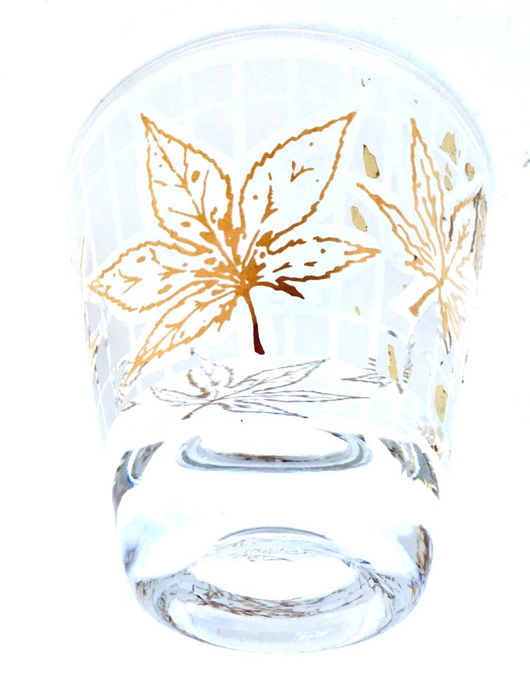 Vintage 22-Karat Frosted Leaf Motif Glass Drinks Set of Six Pieces In Good Condition For Sale In West Palm Beach, FL