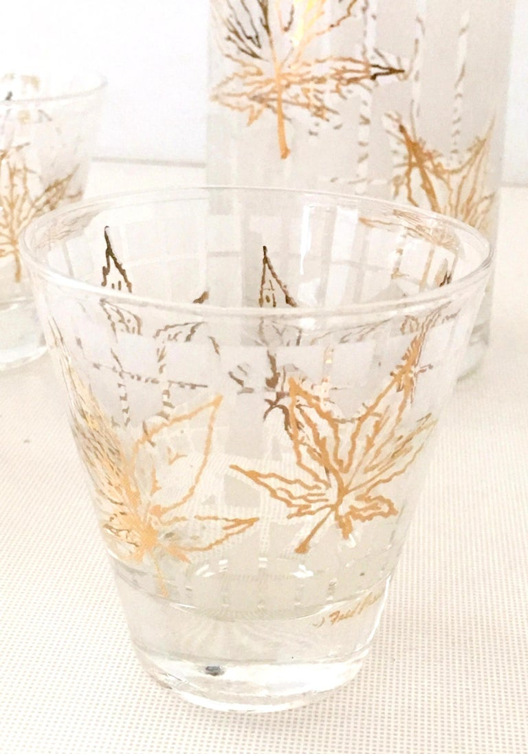 Vintage 22-Karat Frosted Leaf Motif Glass Drinks Set of Six Pieces For Sale 1