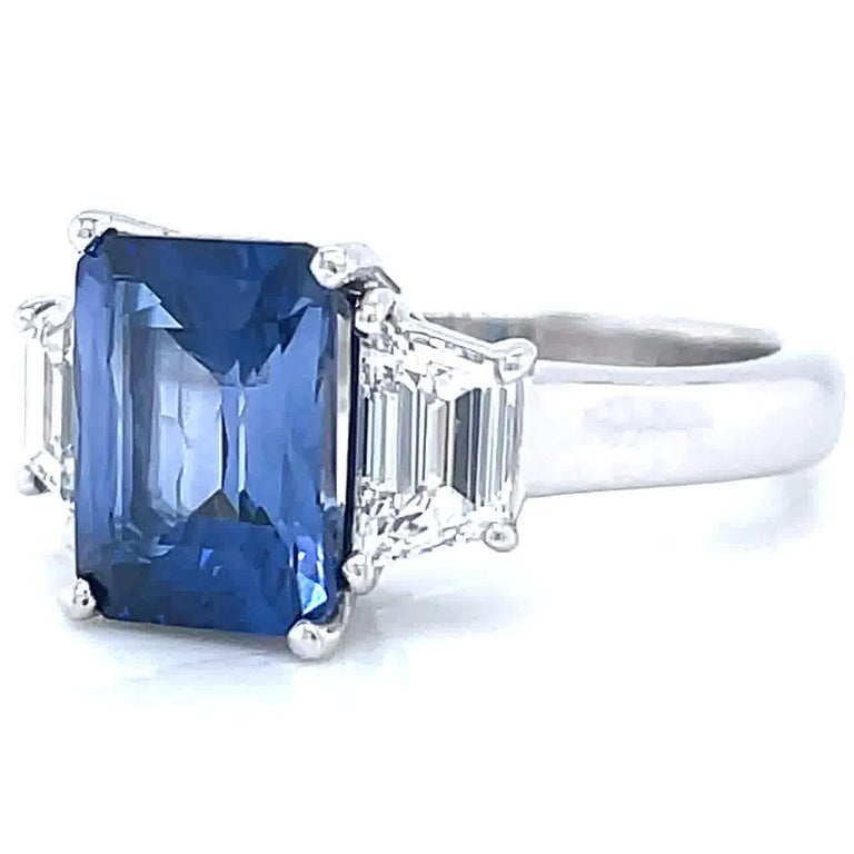 Vintage 2.65 Carat Sapphire Diamond Platinum Ring In Excellent Condition In Beverly Hills, CA
