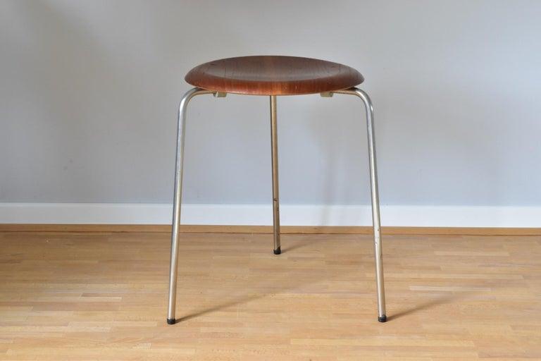 Vintage 3 Dot Stool in Teak and Metal Design Arne Jacobsen for Fritz Hansen For Sale 9