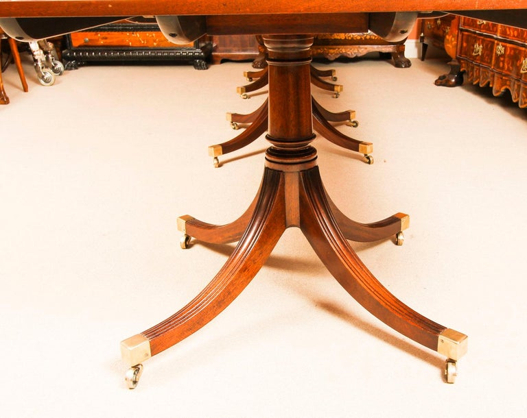 Vintage 3 Pillar Dining Table by William Tillman & 12 dining chairs 20th C For Sale 4