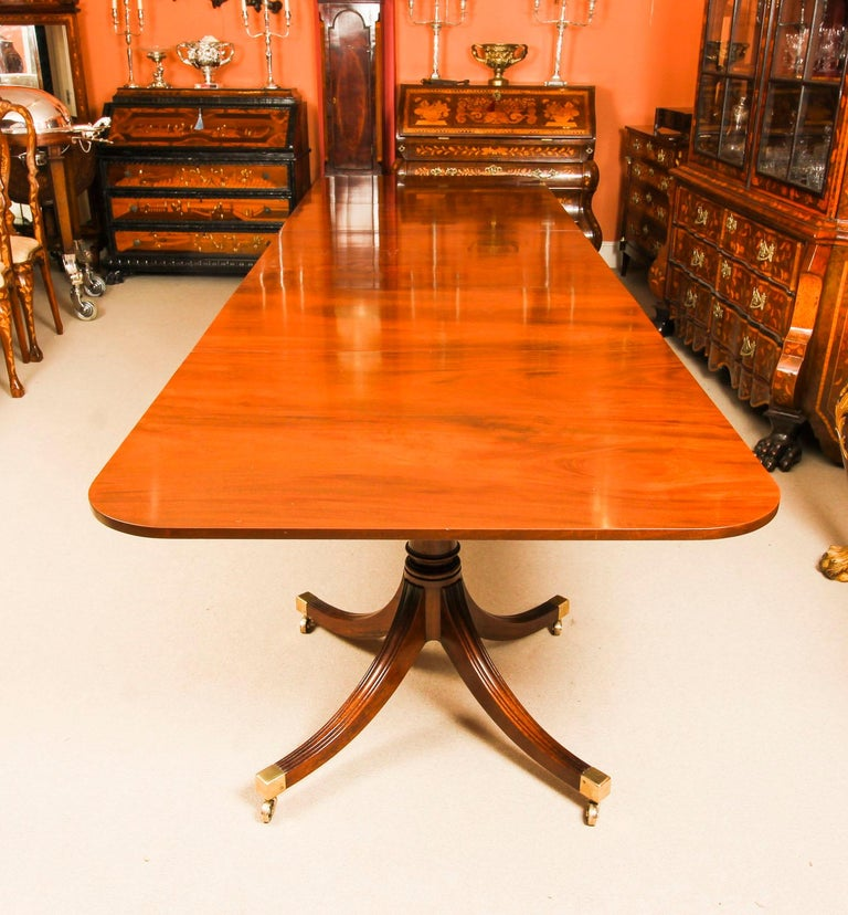 Vintage 3 Pillar Dining Table by William Tillman & 12 dining chairs 20th C For Sale 5