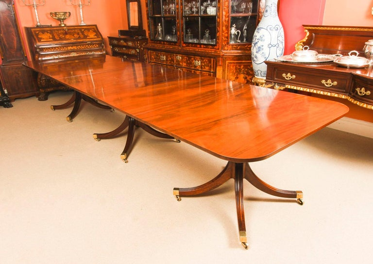 English Vintage 3 Pillar Dining Table by William Tillman & 12 dining chairs 20th C For Sale