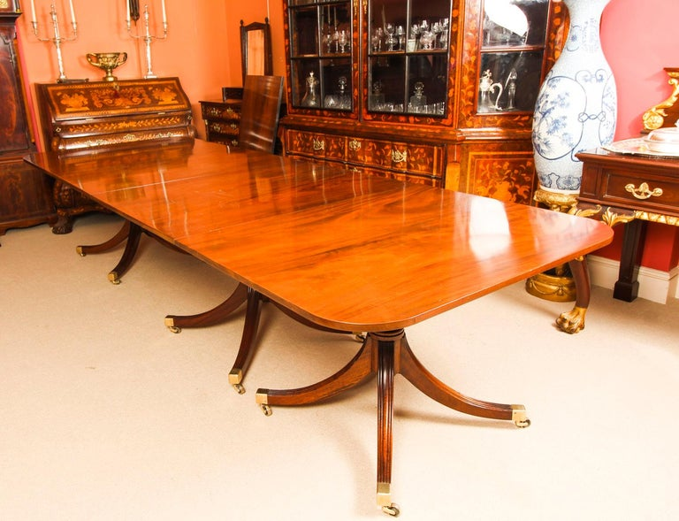 Vintage 3 Pillar Dining Table by William Tillman & 12 dining chairs 20th C For Sale 1