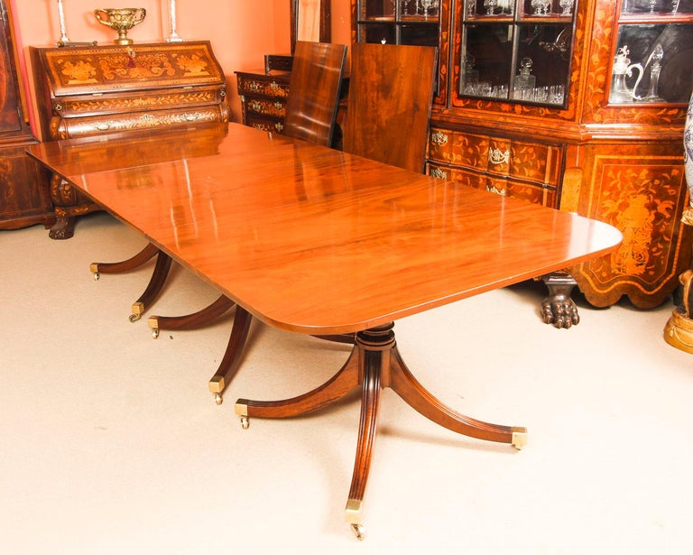 Vintage 3 Pillar Dining Table by William Tillman & 12 dining chairs 20th C For Sale 2