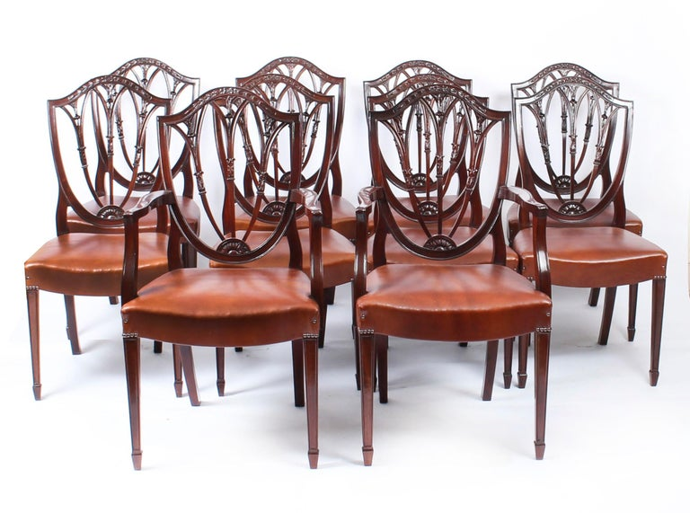 3 Pillar Dining Table by William Tillman 20th Century & 10 Chairs 19th Century 4