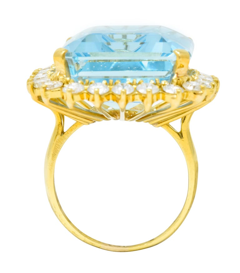 Vintage 30.50 Carat Aquamarine Diamond 18 Karat Gold Cluster Cocktail Ring For Sale 2