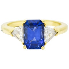 Vintage 3.20 Carat Sapphire Diamond 18 Karat Gold Three-Stone Ring