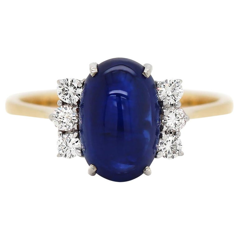 Vintage 5.10 Carat Cabouchon Blue Sapphire and Diamond 18 Carat Gold Ring For Sale
