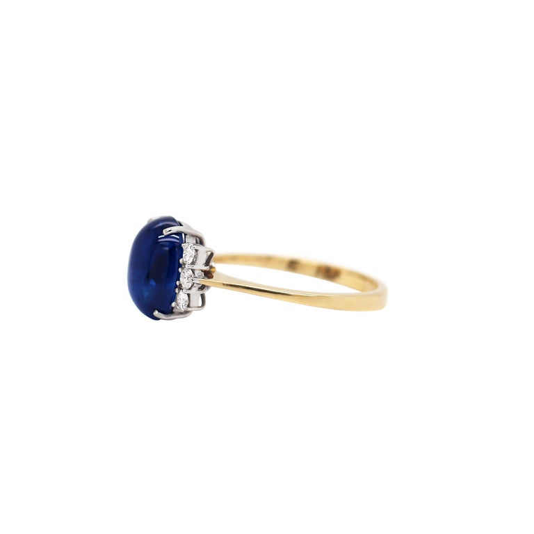 Retro Vintage 5.10 Carat Cabouchon Blue Sapphire and Diamond 18 Carat Gold Ring For Sale