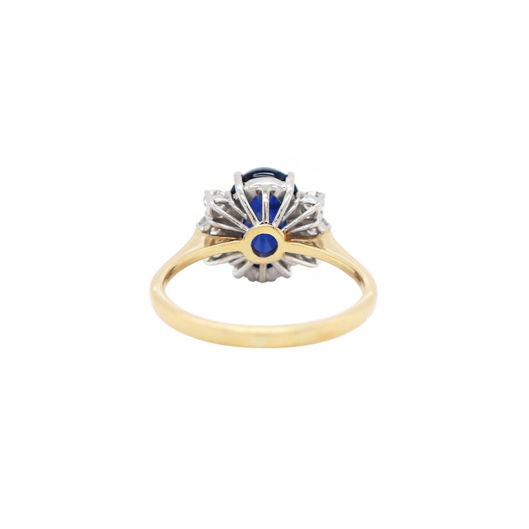 Cabochon Vintage 5.10 Carat Cabouchon Blue Sapphire and Diamond 18 Carat Gold Ring For Sale