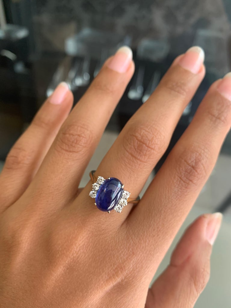 Vintage 5.10 Carat Cabouchon Blue Sapphire and Diamond 18 Carat Gold Ring For Sale 1