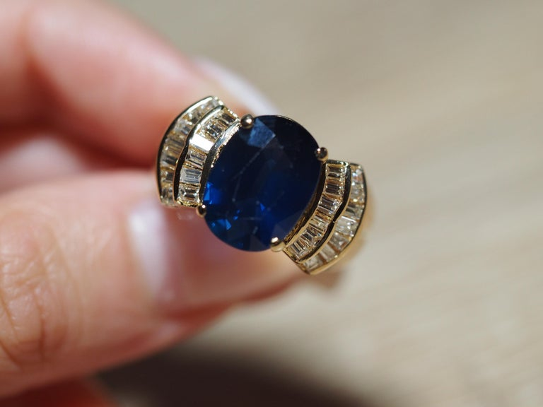 Women's or Men's Vintage 5.13 Carat Oval Sapphire Diamond Ring Yellow Gold Ring For Sale