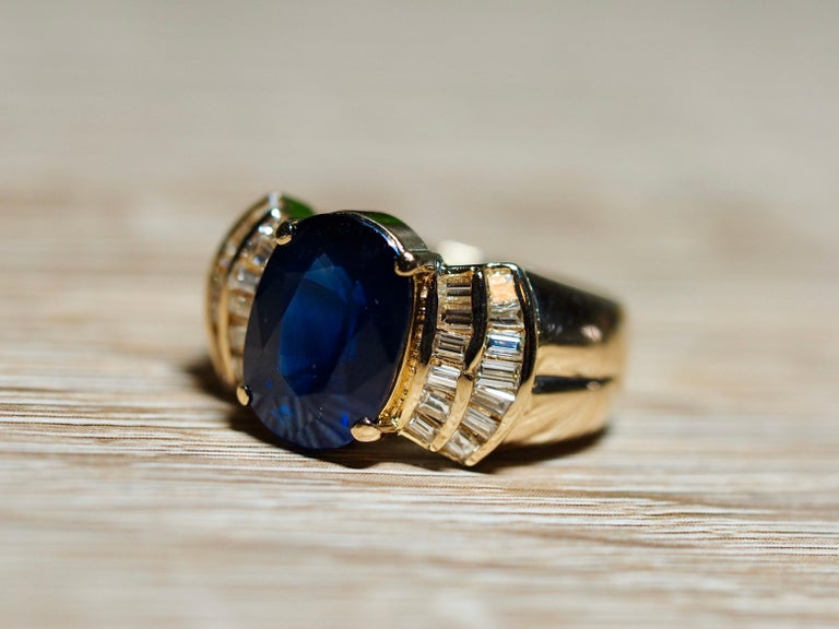 Vintage 5.13 Carat Oval Sapphire Diamond Ring Yellow Gold Ring For Sale 1