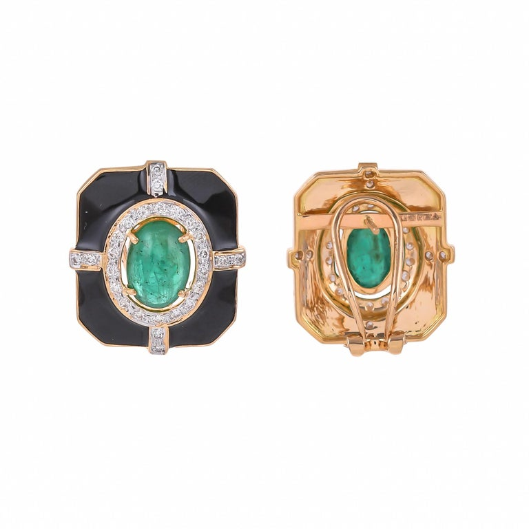 Contemporary  5.69 Carat Emerald Diamond And Black Enamel 18 Karat Yellow Gold Earrings For Sale