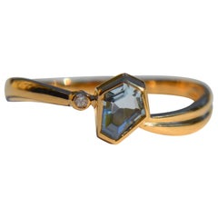 Vintage .80 Carat Hexagon Aquamarine Diamond 18 Karat Gold Wave Ring
