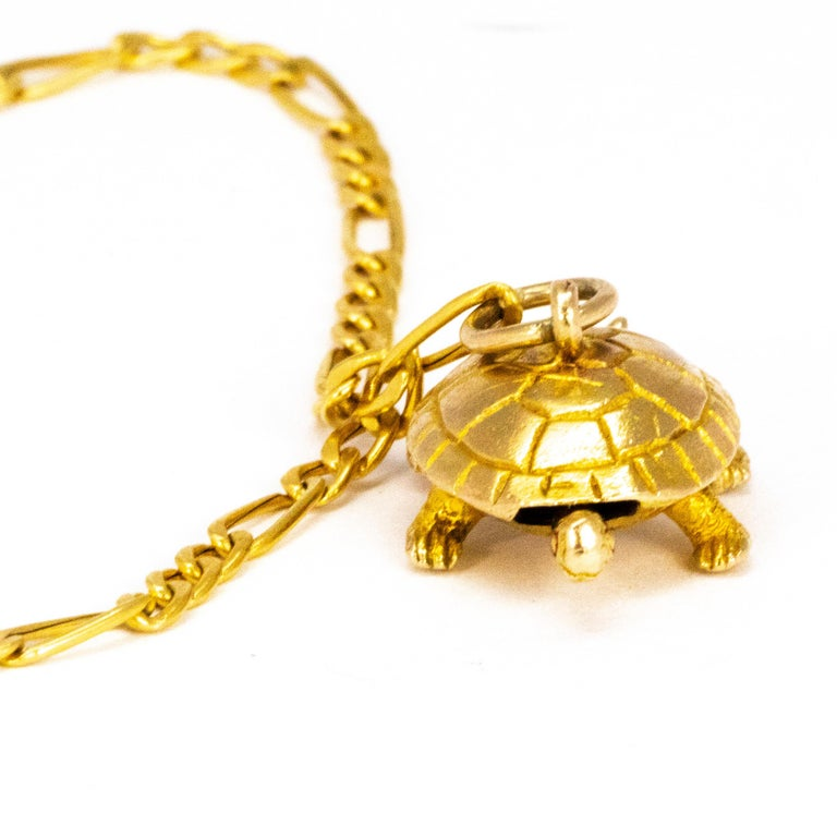 This bracelet has the sweetest little turtle charm attached to it. The bracelet itself is a curb chain and modelled out of 9ct gold. The head and the tail f the turtle move as the turtle itself moves.   Length: 18.5cm Chain Width: 2mm Tail to Head: