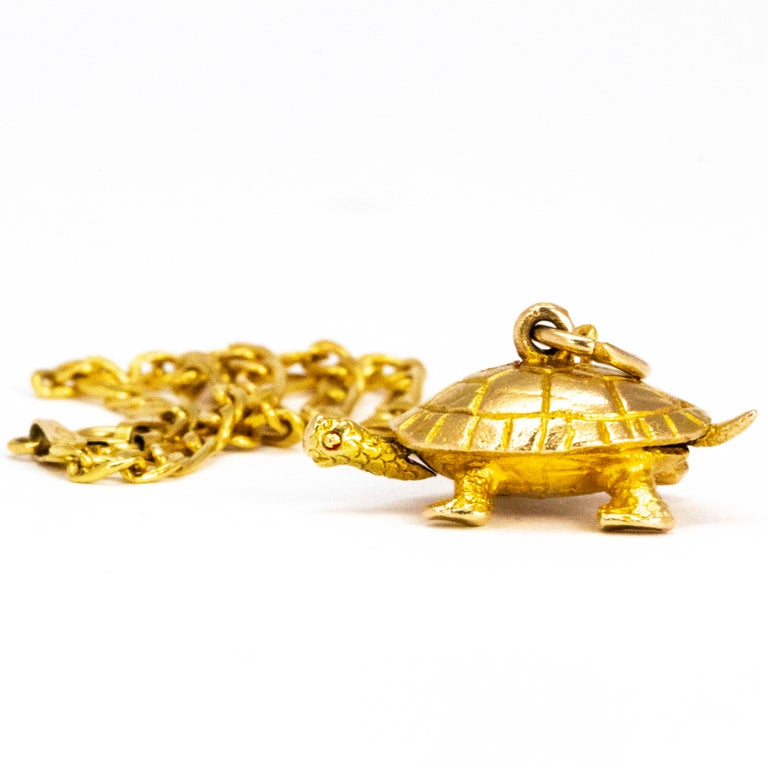 Vintage 9 Carat Gold Bracelet With Turtle Charm In Excellent Condition For Sale In Chipping Campden, GB