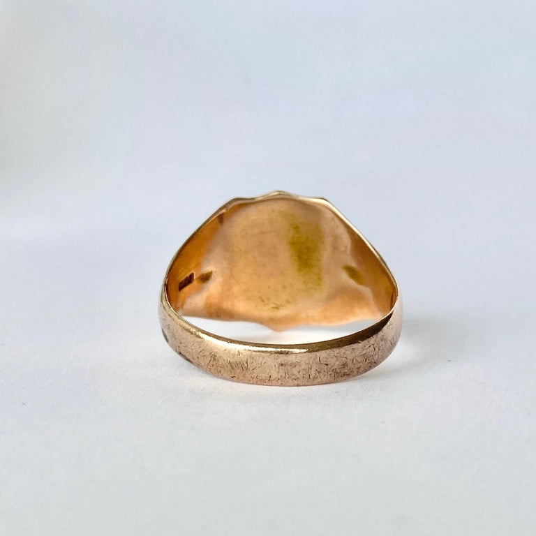 This classic signet ring has shield shaped detail which is finely and engraved. Modelled in 9ct gold. Fully hallmarked Birmingham 1900.  Ring Size: Q 1/2 or 8 1/4  Band Width: 14mm   Weight:  4.1g